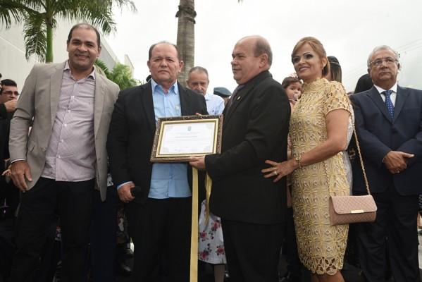 Parlamentares prestigiam inauguração do Shopping Peixoto