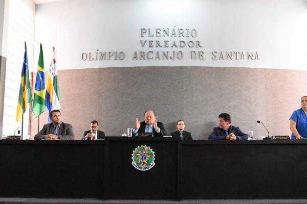 Vereadores de oposição se ausentam do Plenário durante a sessão do dia 16/11 para não votarem a Lei Orçamentária do município de Itabaiana.