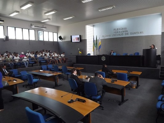 Por não concordarem com aprovação de Moção de Repúdio, vereadores de oposição criam tumulto e provocam o encerramento antecipado da sessão