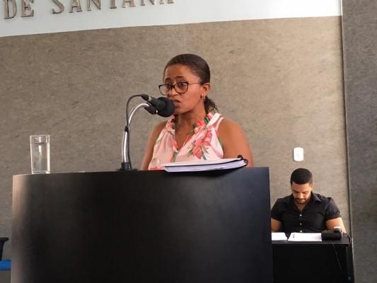 Representante do SINTESE, professora Rita de Cássia reconhece ganhos da categoria na atual gestão municipal em palestra proferida na Câmara Municipal
