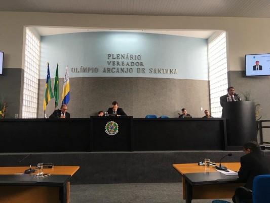 Sessão desta terça-feira (02/10) foi marcada por protestos de situacionistas contra as críticas da oposição à gestão do prefeito Valmir de Francisquinho