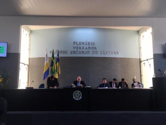 Vereador Marcos Oliveira sai em defesa de colegas contra as críticas e ofensas pessoais feitas pelo vereador Gustavo Santana