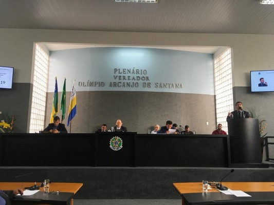 Vereadores de Situação dizem durante sessão que em Itabaiana só há dois grupos políticos: um liderado por Valmir de Francisquinho e o que lhe faz oposição.
