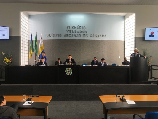 Vereadores de situação voltaram a defender o prefeito Valmir de Francisquinho da acusação da oposição de ter barrado obra do estado para o município