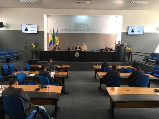 Vereadores parabenizam o Prefeito Valmir de Francisquinho pelas assinaturas de oito ordens de serviço anunciadas na manhã de hoje, 26/04